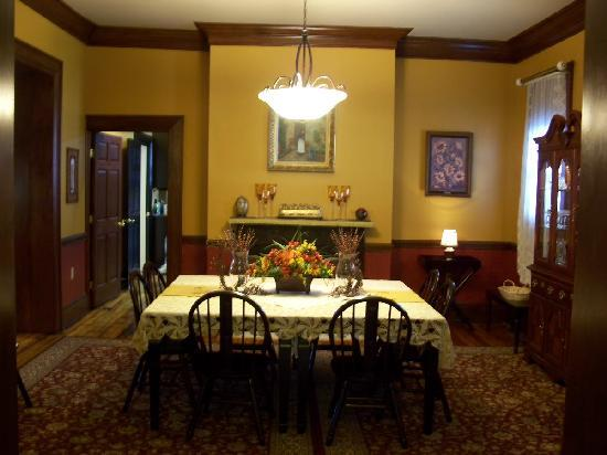 Bayberry House Bed and Breakfast: Garrett House Dining Room