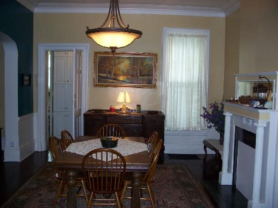 Bayberry House Bed and Breakfast: Westfall House Dining Room