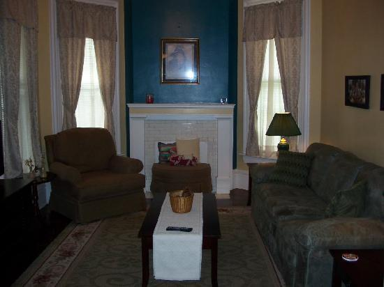 Bayberry House Bed and Breakfast: Westfall House TV Parlor