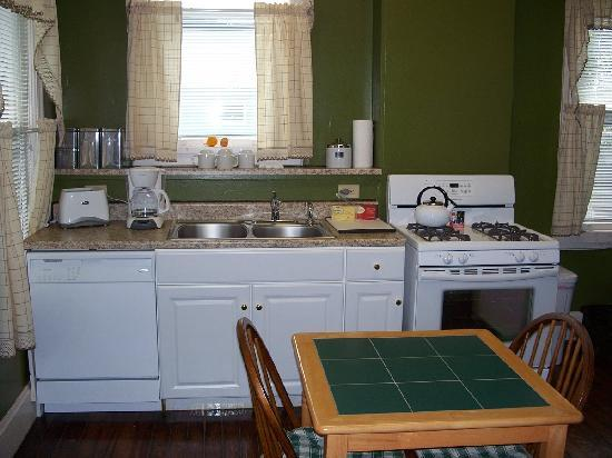 Bayberry House Bed and Breakfast: Westfall House Kitchen
