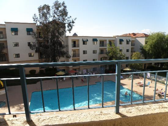 Embassy Suites by Hilton Temecula Valley Wine Country: Rm 415 Pool View Balcony