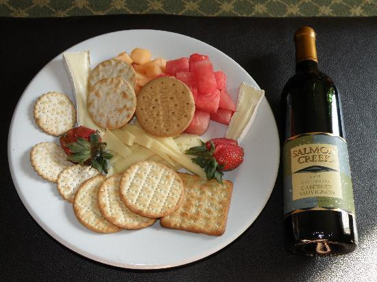 Embassy Suites by Hilton Temecula Valley Wine Country: Birthday Snacks