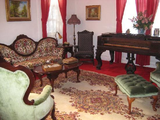 Birk's Gasthaus: Sitting Room