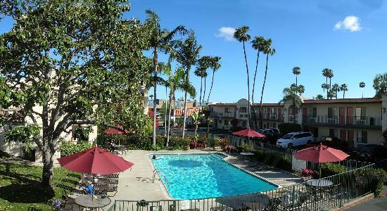 Best Western Lamplighter Inn & Suites at SDSU : piscine