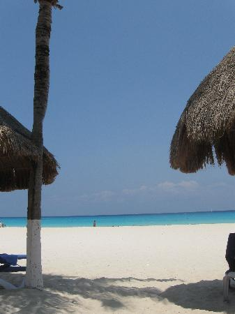 Sandos Playacar Beach Resort : view of the beach from the Select Club area