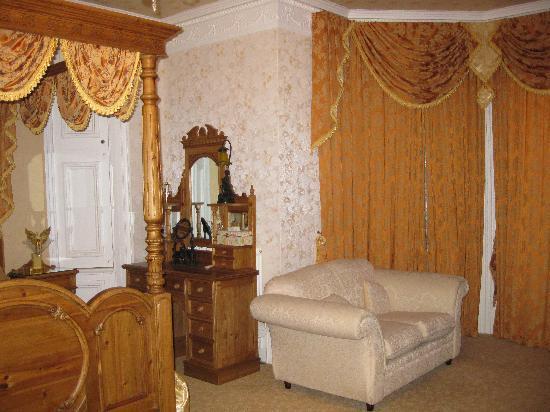 Enchanted Manor: beautiful bedroom