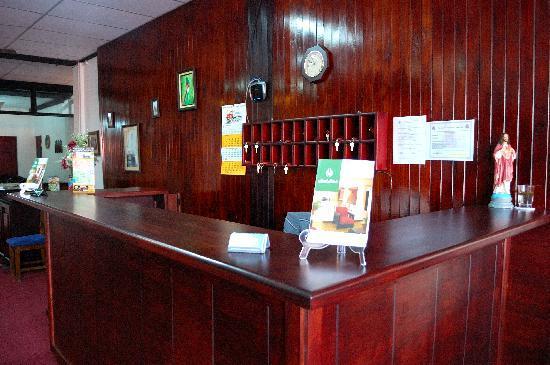 Hotel Ritzli: Front desk