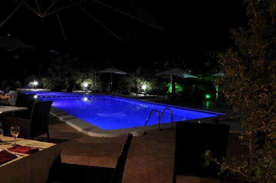 Piscina por la noche fotograf a de sa barrera cala 39 n for Barrera piscina