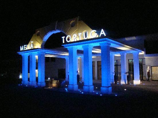 Melia Tortuga Beach Resort & Spa: Resort Entrance