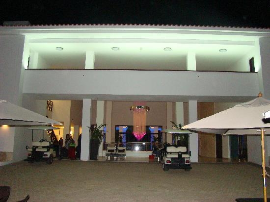 Upmarket facilities picture of melia tortuga beach for Upmarket hotel