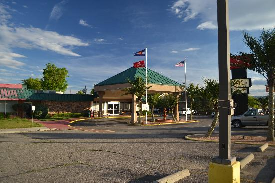 Ramada Grand Junction: Front Street Scenery