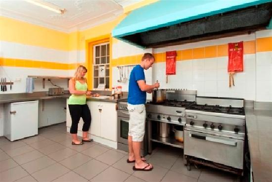 Jolly Swagman Backpackers: Communal Kitchen