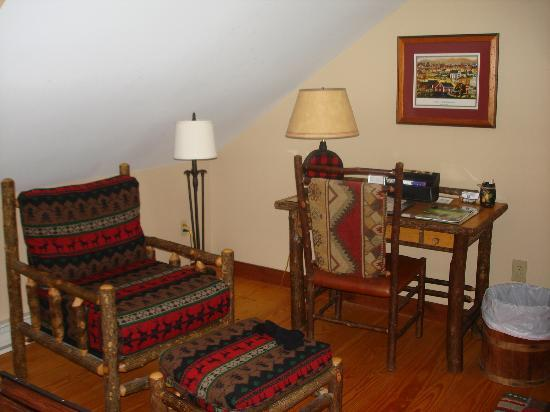 Cooperstown Lakeview Lodge: yet another cozy spot in our room