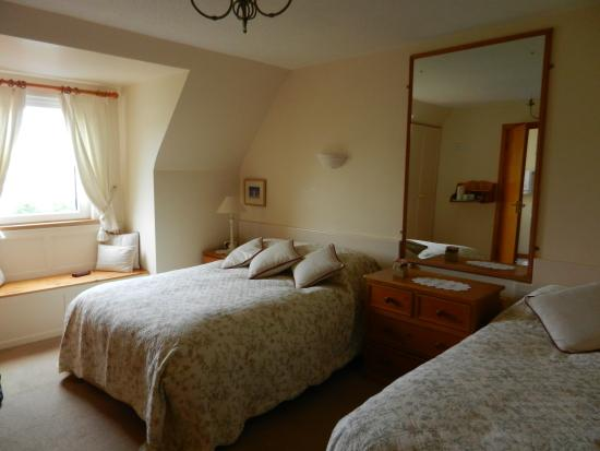 Atlantic Sunset Doolin: charming room, comfortable beds - great night's sleep