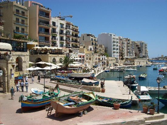 Hotel Roma : Spinola Bay, Within Walking Distance
