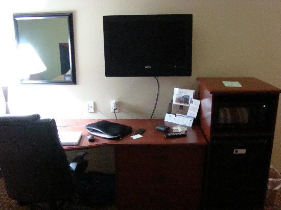 Surestay Plus Hotel By Best Western San Antonio Seaworld The Tv And Computer Desk