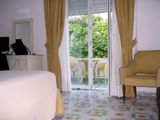 Hotel Canasta: Our charming bedroom