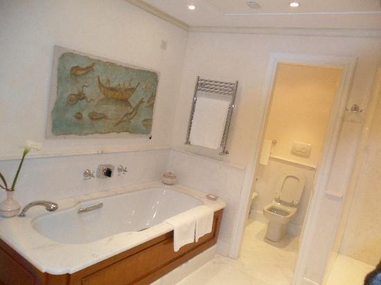 Belmond Hotel Caruso : Bathroom
