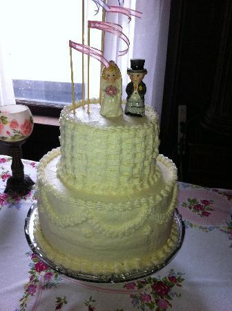 Horicon, วิสคอนซิน: Wedding Cake by Barb, Innkeeper