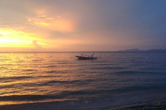 Sunset at Aninuan Beach Resort: The Famous Sunset