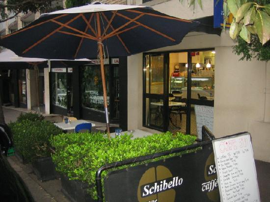 Hotel 59: street side cafe