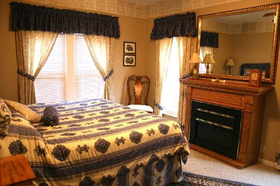 Serendipity Bed & Breakfast & Suites: Music Room Suite