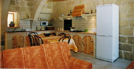 Ta' Leli: Kitchen/Living