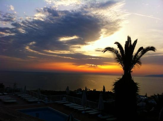 Hersonissos Village Hotel: abends am bar Areal