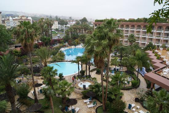 Hotel Puerto Palace: Piscinas y jardin
