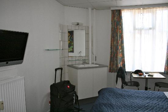 Saga Hotel: habitacion
