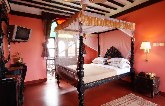 Dhow Palace Hotel: Room