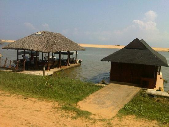 Poovar Island Resort: Floating Cottages