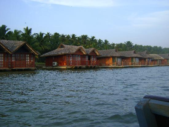 Puvar, Indien: Floating Cottages