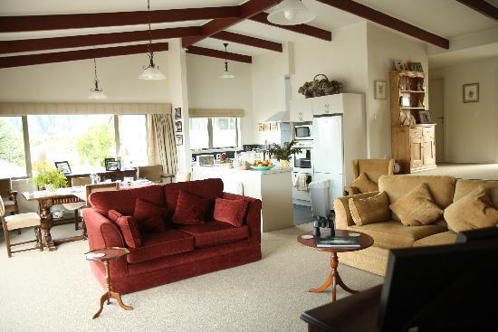 The B & B on the Hill: Living & dining area