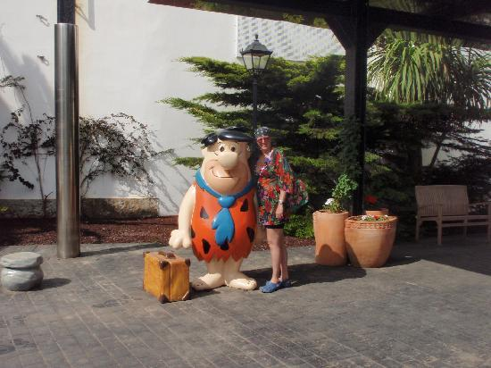 Sol Milanos Pinguinos: Fred Flintstone at the entrance to Welcome you