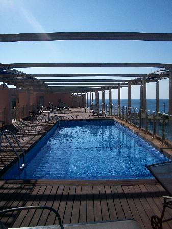 Ohtels Les Oliveres : piscine sur le solarium 3ème étage