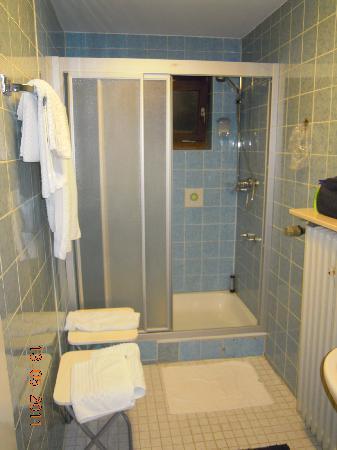 Hotel Fröhlich: bathroom