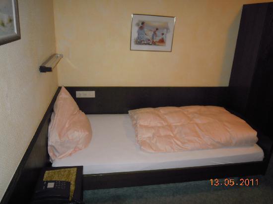 Hotel Fröhlich: single bed