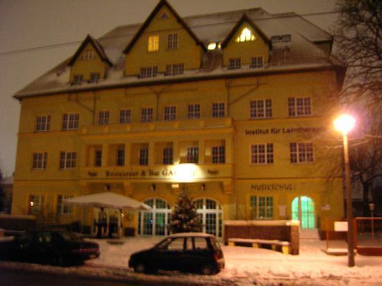 Hotel Alte Feuerwache: L'albergo da fuori di sera