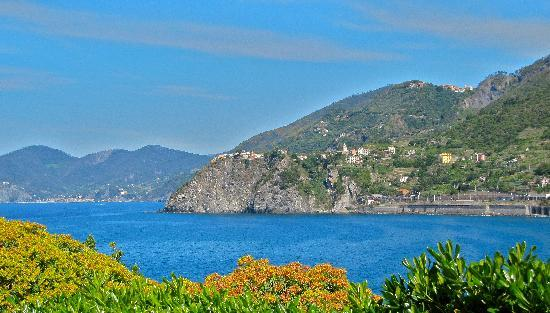 Trail 2: View to the north from Manarola