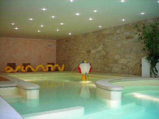 Hotel Bella Italia: piscina interna