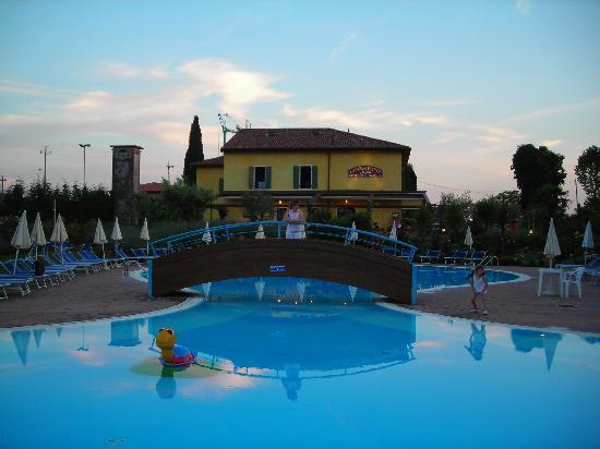 Hotel Bella Italia : la piscina