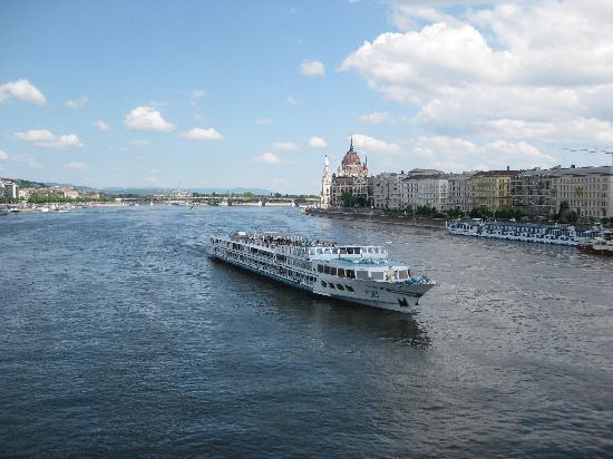 Budapest, Hungary: Дунай