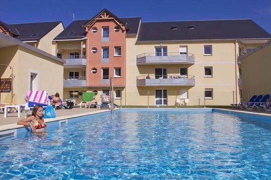 Adonis Grandcamp Residence Les Isles de Sola : Piscine
