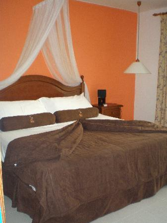 Spice Lanzarote : le lit trés spacieux