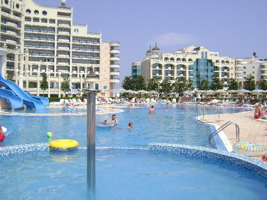 Sunset Resort: pools