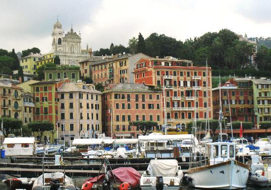 Санта-Маргерита-Лигуре, Италия: 海辺に立ち並ぶカラフルな建物
