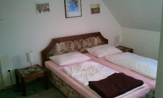 Hotel Münchner Kindl: the room