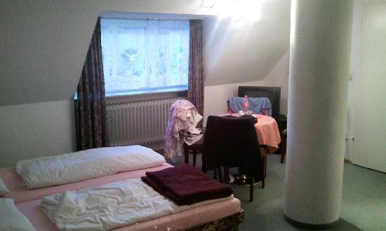 Hotel Münchner Kindl: room