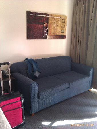 Adelaide Meridien Hotel & Apartments: sofa bed and its comfortable!